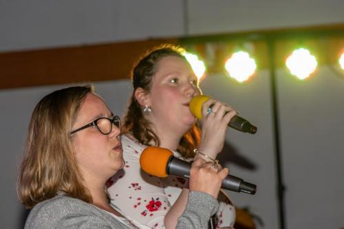 Toonmoment en karaoke avond 2019.